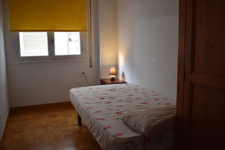 Habitacion en Amplio departamento de Alicante