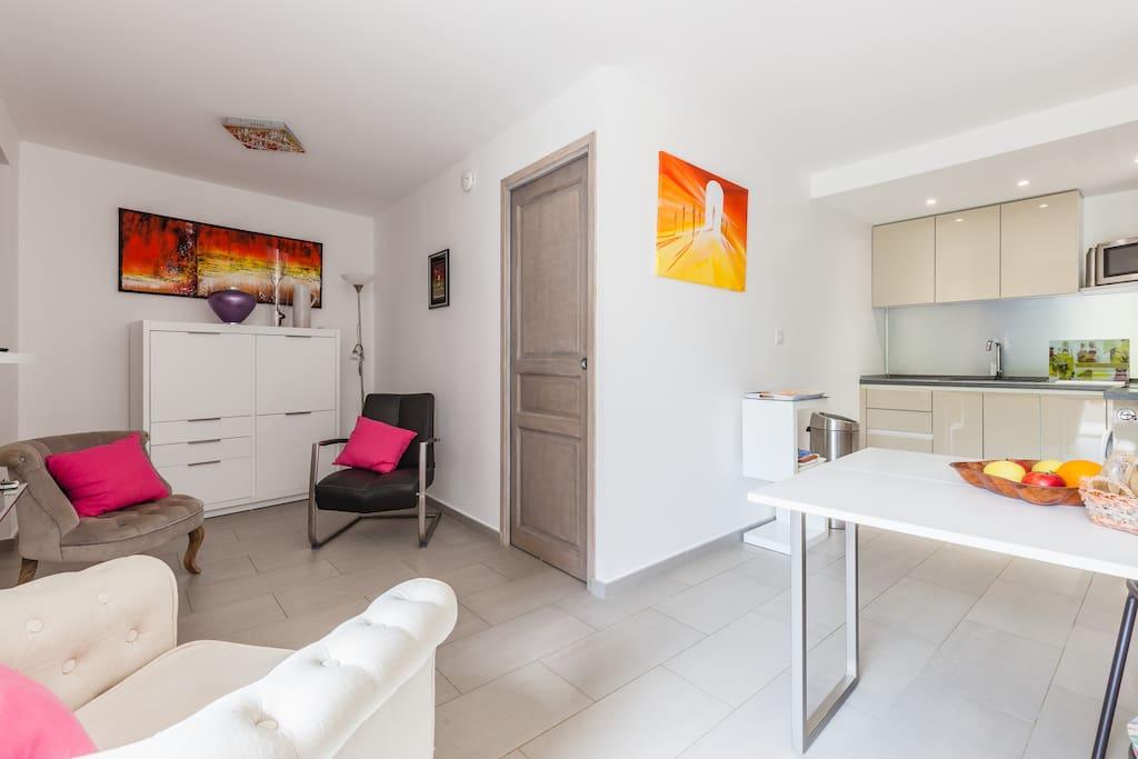 super appart design pour couple casa mezzanaccia h user zur miete in sainte lucie de tallano. Black Bedroom Furniture Sets. Home Design Ideas