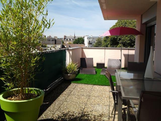 T2 large terrace 34m² center