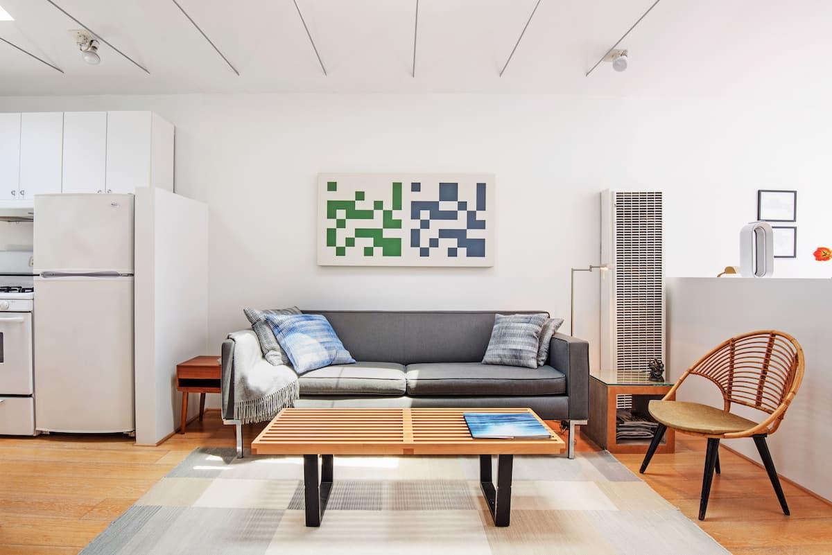 Artfully Designed Studio Cottage in Venice