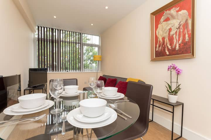 Bright&FreshAPT Close To Town Centre&Train Station