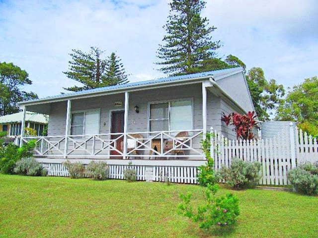 Embrace Cottage- Catherine Hill Bay miners cottage