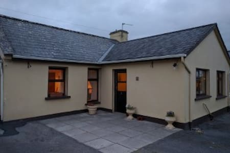 Cosy Farmhouse in the Burren, Kilnaboy. - Killinaboy - Dom