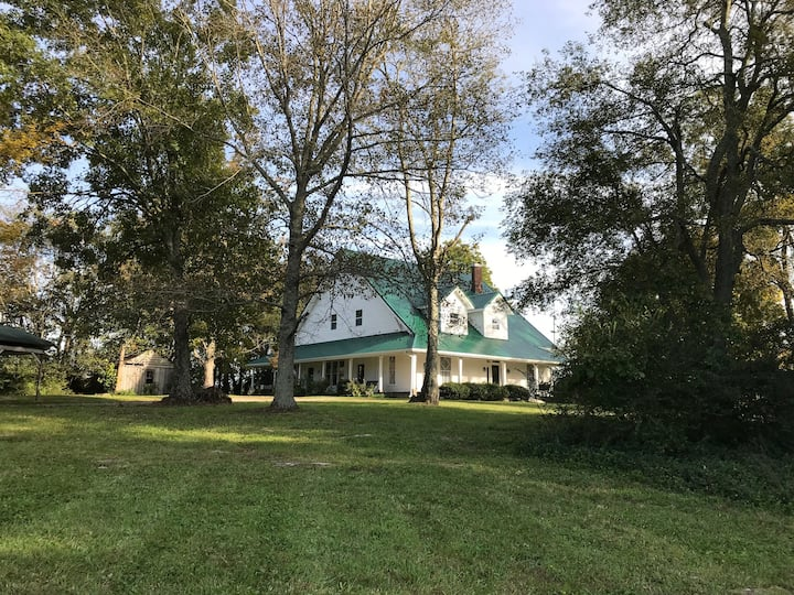 Newly renovated 1915 farmhouse outside Nashville