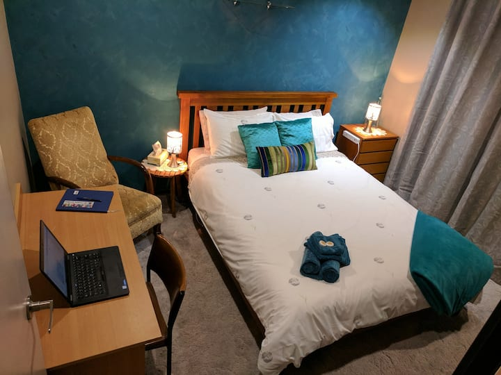★The Blue Room in Sale★ Cosy home ★Easy Park★