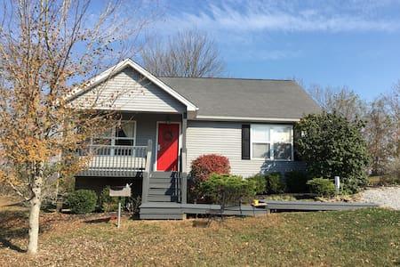 Cottage at the Lake - Taylorsville - Rumah