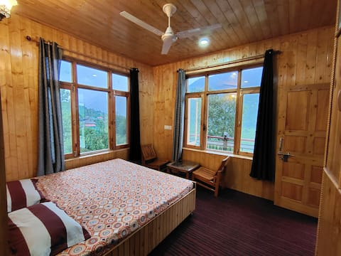 Workation Haven - Rustic 2 Bedroom - Valley View