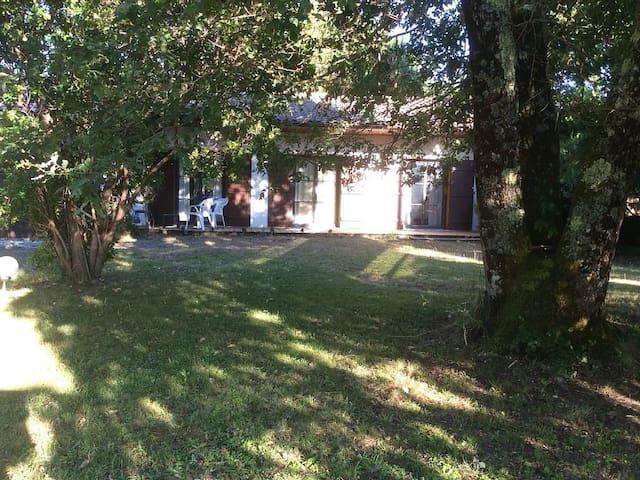 Belle villa dans le quartier du Mauret proche de la piste cyclable - Andernos les Bains - Villa