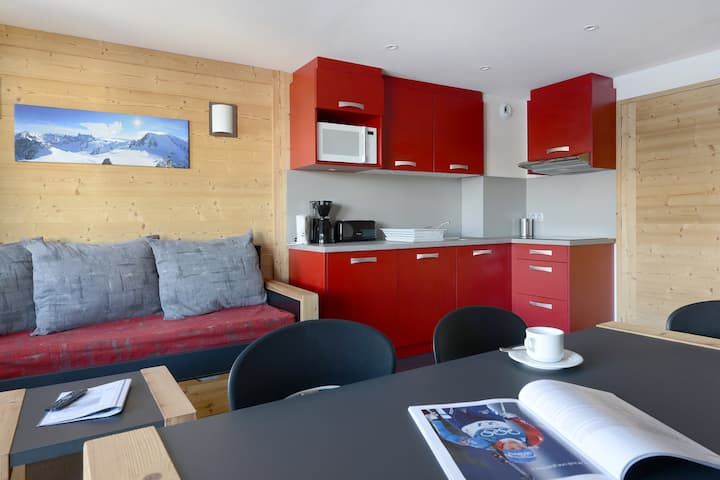 3 rooms renovated in a family resort at the bottom of the slopes