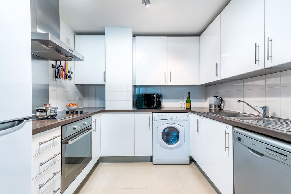 Fully equipped kitchen. Full size oven/hob, fridge freezer, washer/dryer and dishwasher.