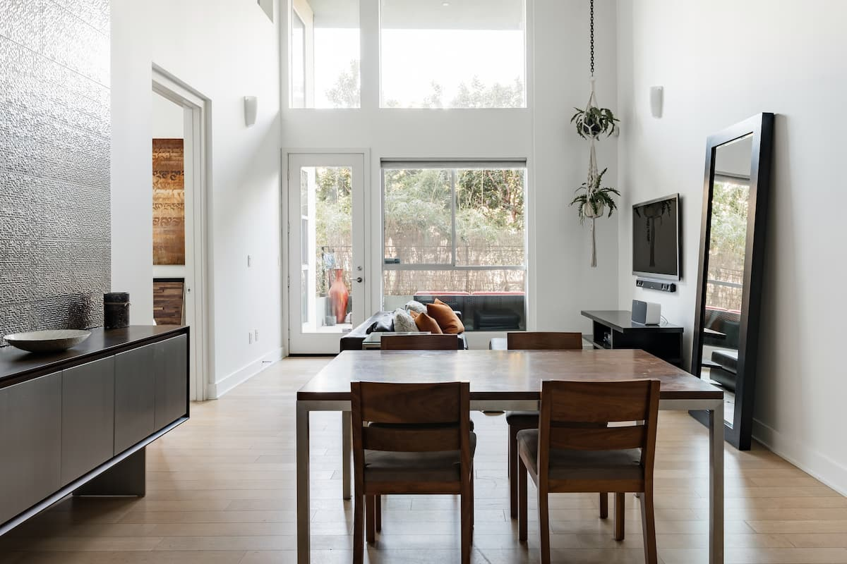 Sleek Loft Apartment in Beverly Grove