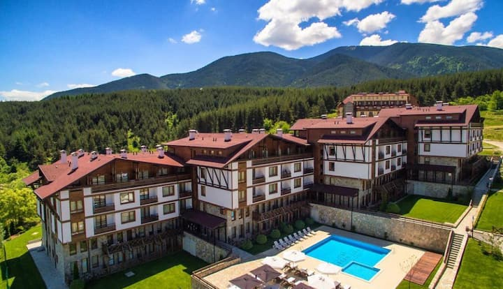 Two bed apt in 4* Green Life Ski and Spa, Bansko
