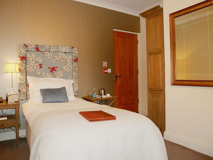 Small Double Room Ensuite @ The Angel Hotel