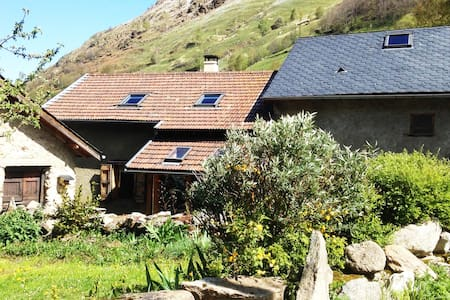 Chambre indépendante - village de montagne