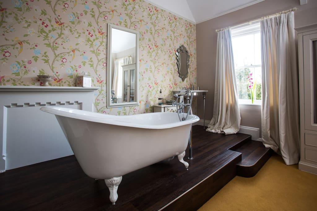 'Elsfield' Room Bath