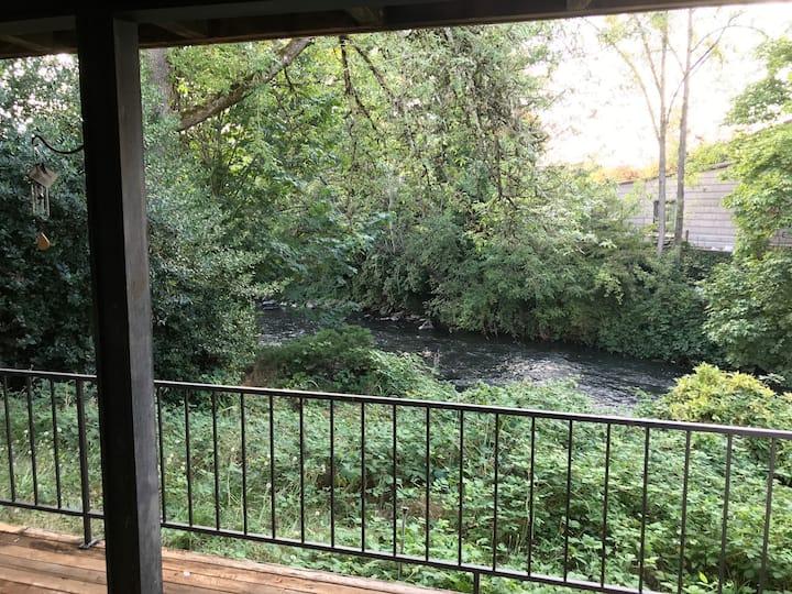 Large Creek View 2 Bedroom 2 Bath Condo