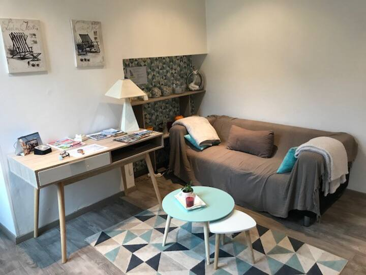 Renovated ground floor studio with parking