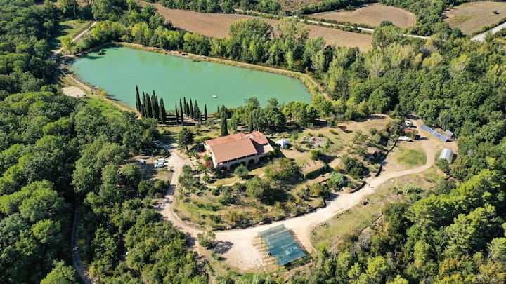 Sant 'Anna - Villa in Tuscany with private lake