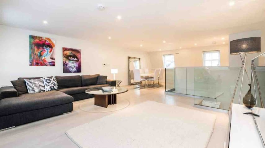 Designer Soho 2 Bed Apartment