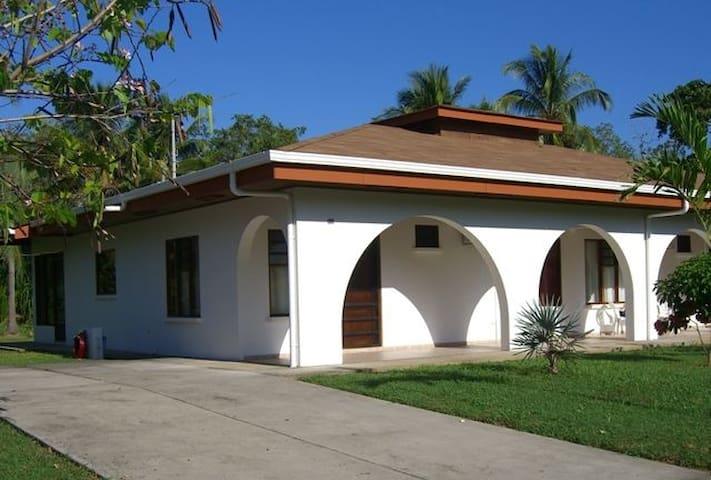 Excellent 4 bed beach house - Villa 34