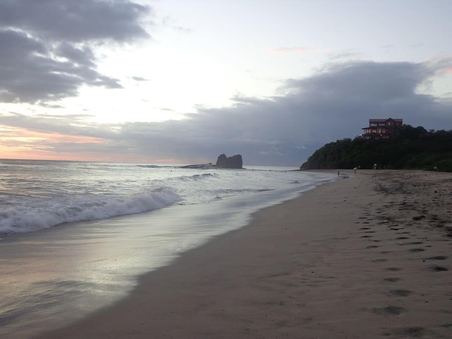 Nuestro lugar esta en frente de famosa playa Popoyo  a 50 metros ! disponibles 3 cuartos # 7 pero tambien # 6 y #8 .