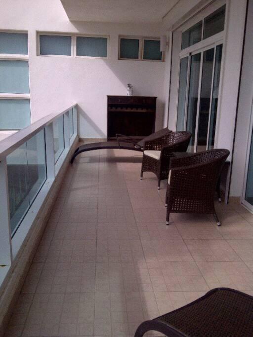 The terraza-balcony plenty of room.