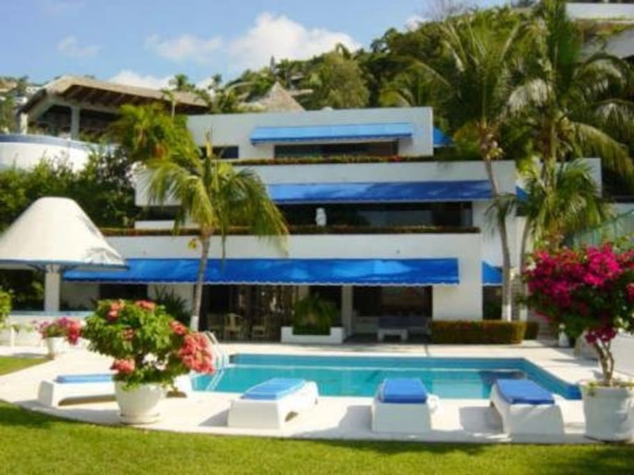 Front view of Villa Cristal
