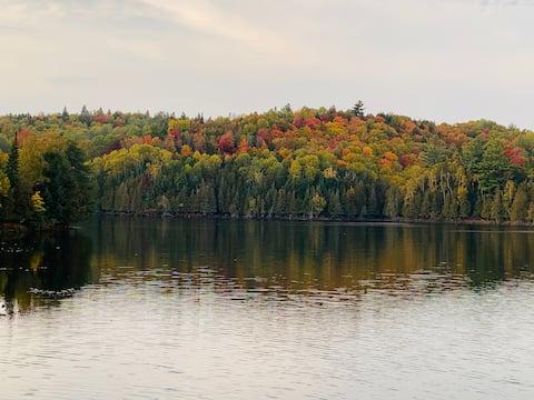 Laurentian Lakeside Retreat