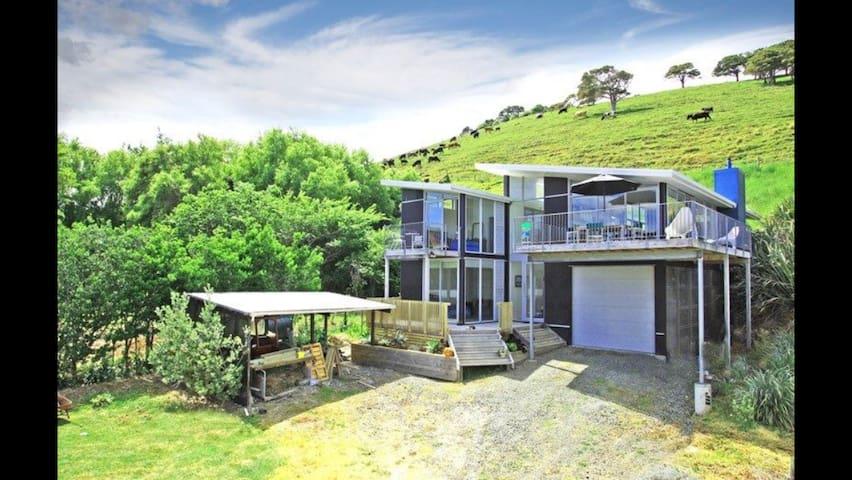 Stylish Beach House at Whakapirau
