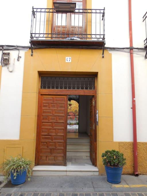 Entrada principal (Main Entrance)