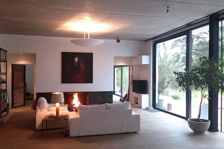 Contemporary house nearby the Lion of Waterloo! - Waterloo - House