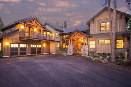 Buck Canyon Ranch - Executive Retreat - Hot Tub, Stunning New Home on Acreage