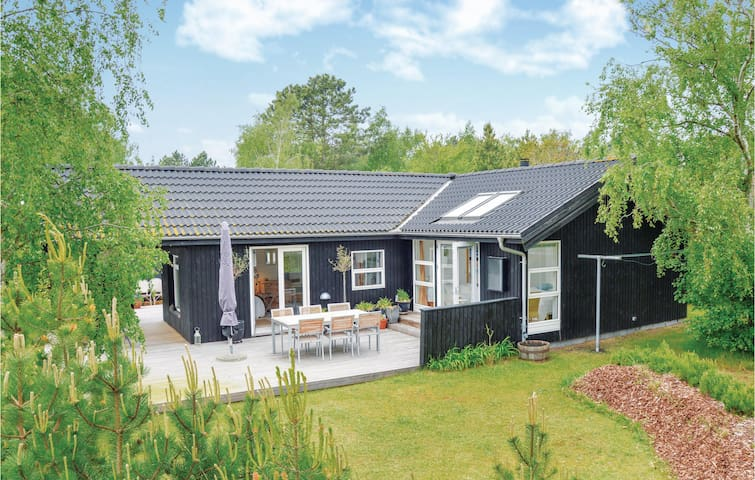 Holiday cottage with 2 bedrooms on 120m² in Sjællands Odde