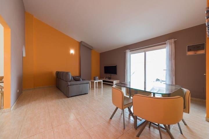Luxury 3 Bedroom Penthouse near Beaches & Airport