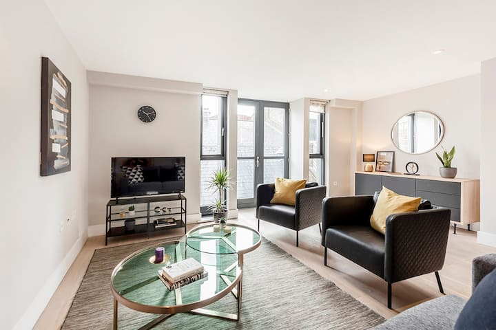 BRIGHT PREMIUM 2-BEDROOM IN COVENT GARDEN/STRAND