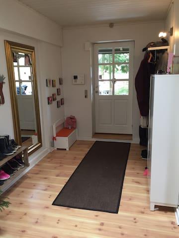 Hyggeligt familiehus tæt på hareskoven - Ballerup - Dom