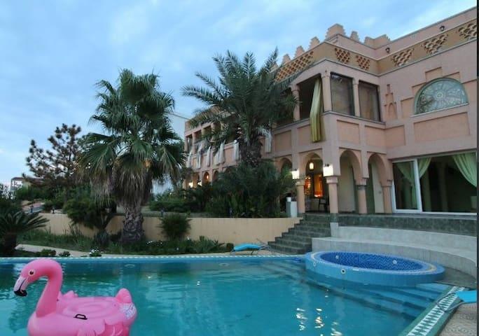 3bd Royal Apt in Villa Marocco w/ Pool Off Beach