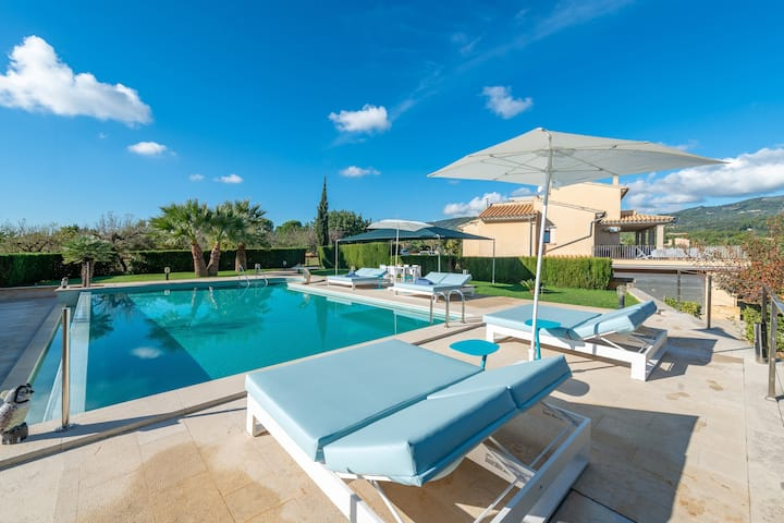 CASA SELVA - Spectacular villa with private pool at the foot of the mountain. Free WIFI.