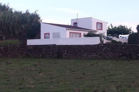 Jasmim Alojamento Local (peaceful house for rent) - Praia da Vitória - 別墅