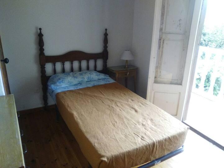 habitacion en casa modesta a orillas del pas