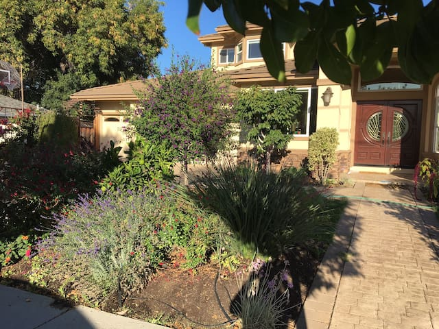 Luxurious & Quiet Home near Main St, Cupertino