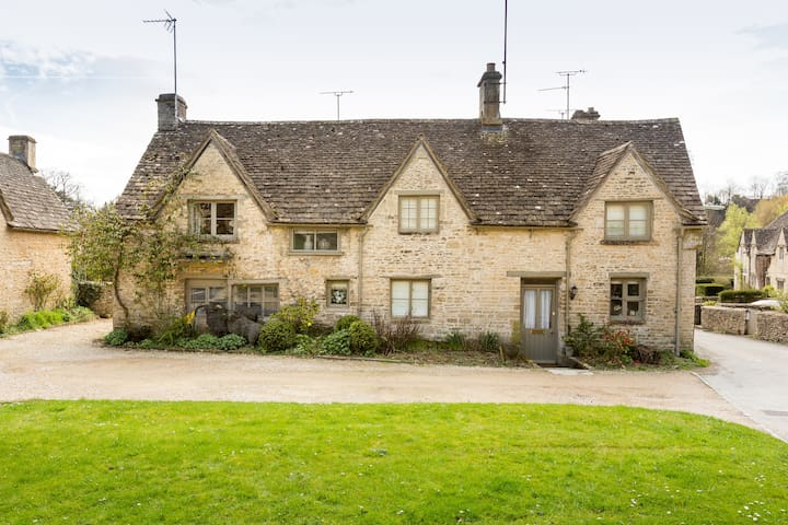 Bibury Grade II listed cottage on The Square