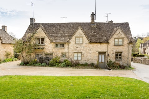 Bibury Grade II listed cottage in The Cotswold