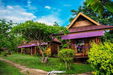 Pai Romantic Time Mountain Resort (Bungalow&AC) - Alojamento ecológico