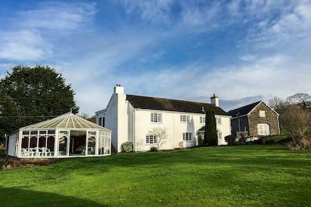 Cilpost Farmhouse - Sleeps 22 - Indoor Heated Pool - Cwmfelin Boeth - House