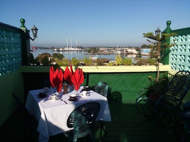 ★Adorable Bay Views & Terrace★