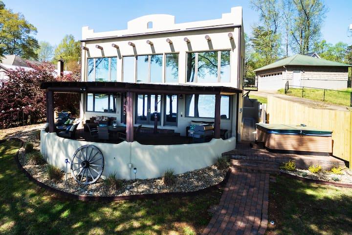 Casa del Lago...Come Relax...You are on Lake Time!