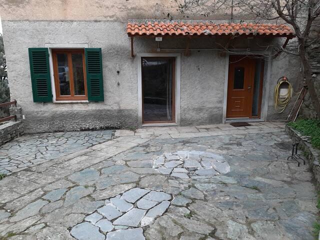 Maison avec cour 4 personnes proche Saint Florent