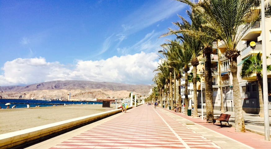 Best location in front of the beach - Almería - บ้าน