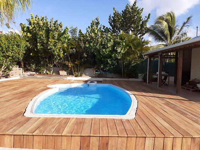 Bonito bungaló con acceso piscina